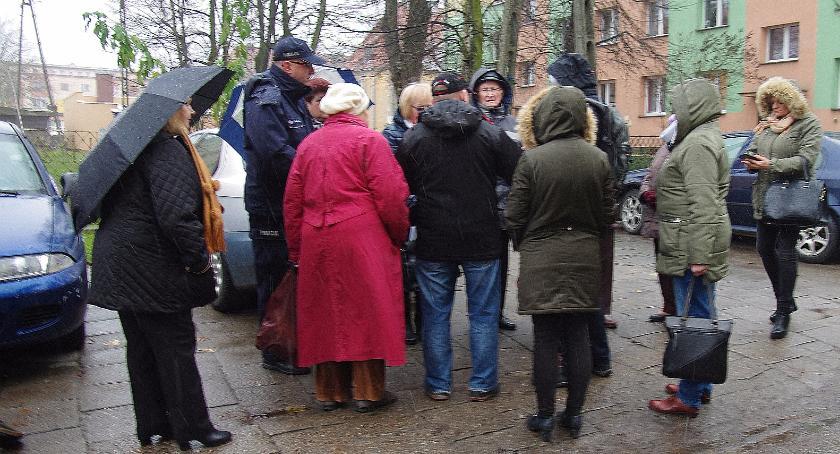 Interwencje, Spotkanie mieszkańcami sprawie przebudowy Kombatantów - zdjęcie, fotografia