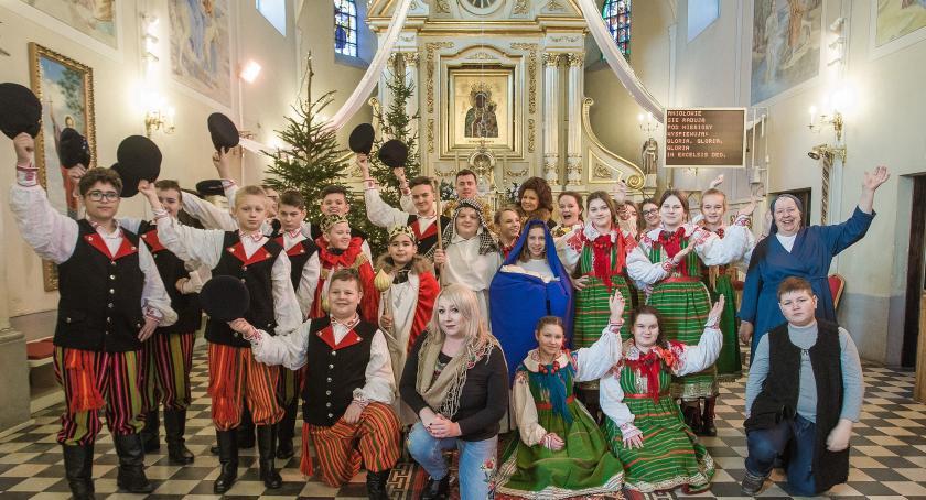 Koncerty, Kolędowanie Turoniem obryckim kościele - zdjęcie, fotografia